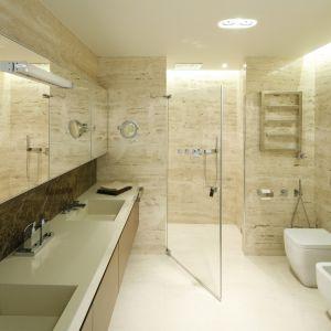 Prysznic w łazience. Projekt: Anna Fodemska. Fot. Bartosz Jarosz