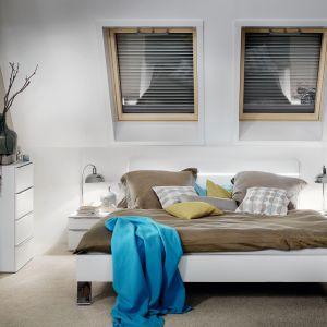 Q4 H2C to obrotowe okno dachowe z dźwiękoszczelną szybą klasy 3 (Rw=39 dB dla okna drewnianego). Fot. Roto Okna Dachowe