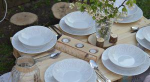 Piknik na trawie kojarzy Ci się wyłącznie z plastikowymi naczyniami? Czas to zmienić i w plener zabierać piękną porcelanę.