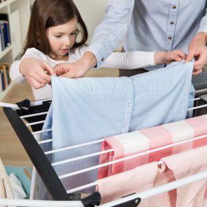 Grube druty suszarki Premium 2 in 1 zapobiegają powstawaniu zagnieceń na tkaninach. Fot. Vileda
