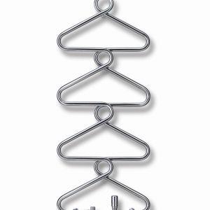 Grzejnik Runtal Archibald wyglądem przypomina kolumnę wieszaków ubraniowych. Świetnie sprawdzi się we wnętrzu łazienkowym lub w przedpokoju. Fot. Technika Design