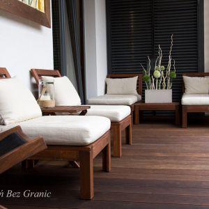 Drewno to uniwersalny i ponadczasowy materiał na taras. Fot. Komplex Market