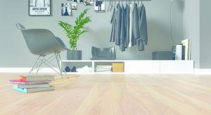 Nowe podłogi stworzono na bazie jesionu - naturalnego drewna, cieszącego się rosnącym uznaniem inwestorów.