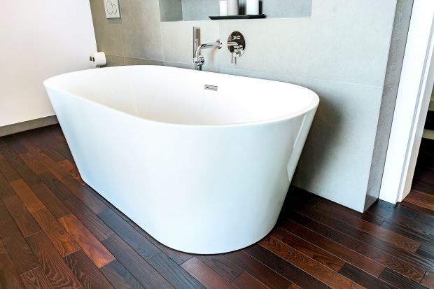 Drewno w łazience – jaki materiał zastosować?