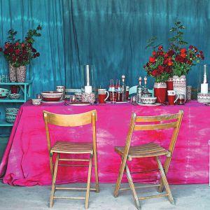 Kolekcja Roses na nowo odkrywa róże jako motyw zdobniczy i zderza ze sobą dwie techniki zdobienia: malowanie pędzlem i stemplowanie. Cena: od 48,80 zł/talerz. Fot. Manufaktura w Bolesławcu