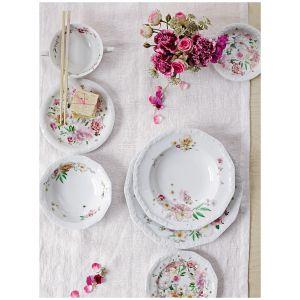 Słynna Biała Maria została odmieniona za sprawą kwiatowych motywów. Autorką kolekcji Maria Róża jest Regula Stüdli, która postawiła na połączenie klasyki z nowoczesnością. Cena: od 70 zł/talerzyk. Fot. Rosenthal