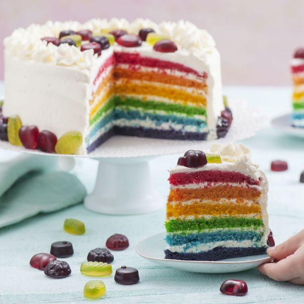 Przepis na Dzień Dziecka - Rainbow cake z żelkami