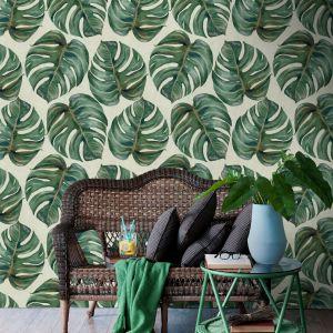Tapeta Tropical Leaf to produkt pochodzącej z Transylwanii marki Mind the Gap. Tapeta wpisuje się w aktualne trendy i zachwyca najbardziej pożądanym we wnętrzach motywem liści monstery. Fot. Dekorian