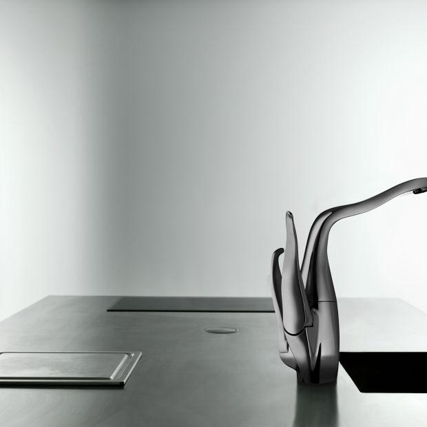 Sztuka użytkowa w kuchni - organiczna forma nowej baterii