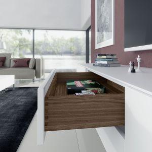 Dzięki nowoczesnej technice szuflady drewniane będą komfortowe w użytkowaniu. Fot. Hettich