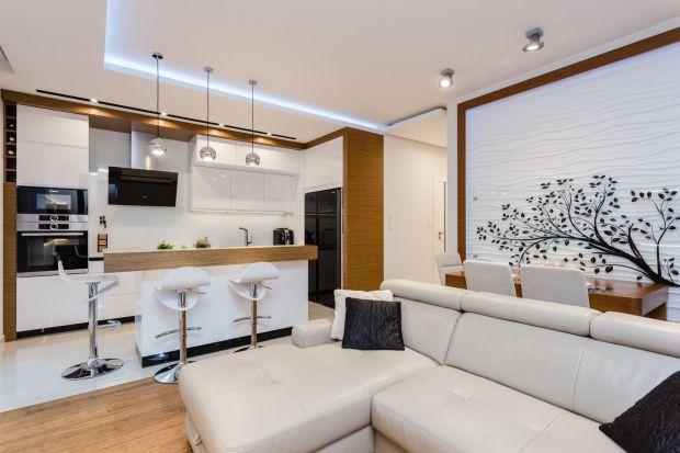 Biały salon - pomysł na niewielką przestrzeń