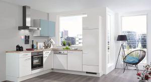 W małej kuchni liczy się każdy centymetr. By dobrze go wykorzystać należy odpowiednio dobrać zabudowę meblową.