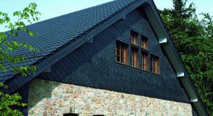 Nowa dachówkaw kolorze łupka z glazurowaną powłoką daje możliwość stworzenia pokrycia dachowego odznaczającego się doskonałą harmonią – glazura zapewnia szklisty połysk i skuteczną ochronę przed działaniem czynników atmosferycznych,