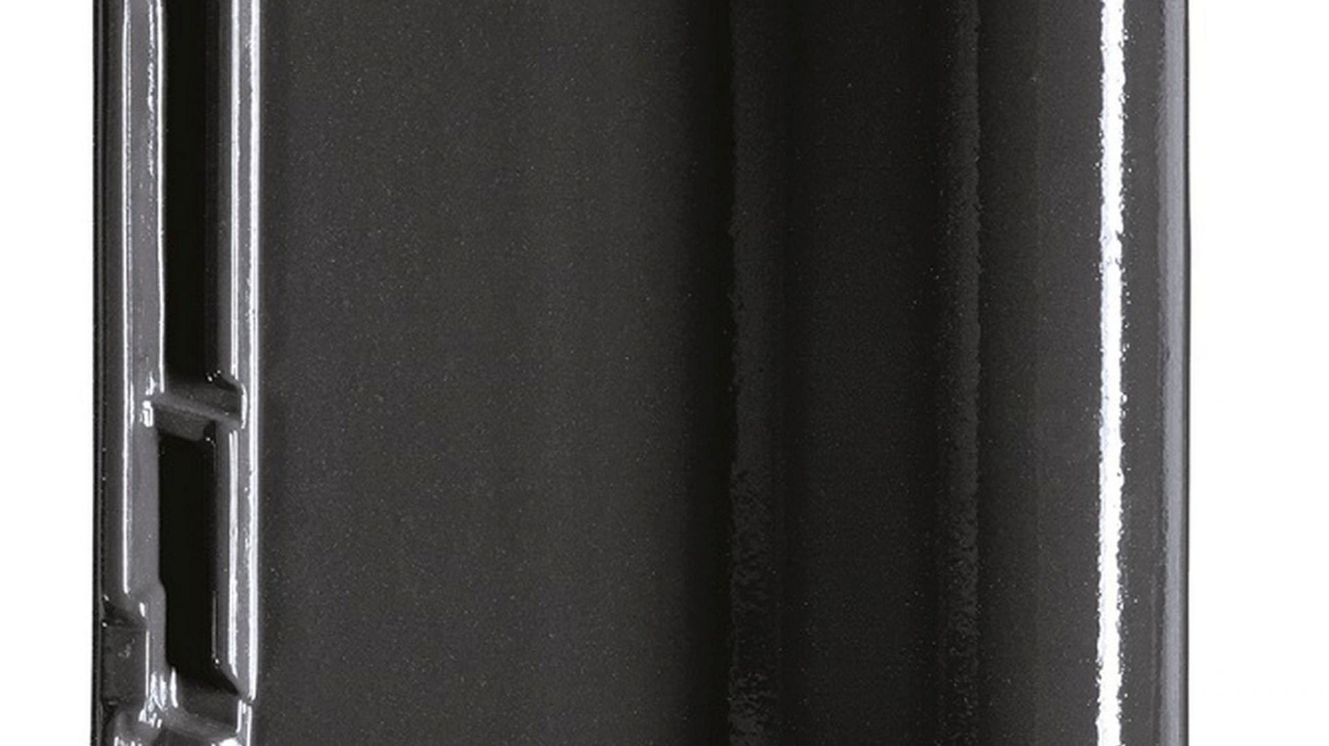 Dachówka ceramiczna Titania – dostępna jest teraz w nowej wersji kolorystycznej – Finesse w kolorze łupka z glazurowaną powłoką. Fot. Creaton