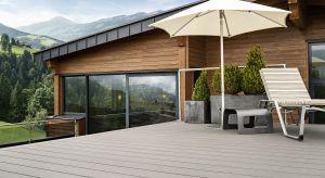 Jeśli budujesz lub remontujesz taras, cenisz drewno a do tego potrzebujesz materiału wytrzymałego i niewymagającego zabiegów konserwacyjnych – nie musisz długo szukać.
