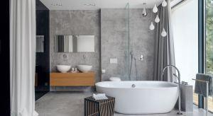 Otwartość. Paradoksalnie właśnie to słowo najlepiej zamyka przestrzeń prezentowanej łazienki. Czy raczej salonu kąpielowego, bo to określenie zdecydowanie lepiej oddaje charakter wnętrza.