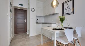 Kuchnia należy do najtrudniejszych pomieszczeń w całym domu. To właśnie od niej wymaga się najwięcej. Ma być przede wszystkim wygodna i funkcjonalna.