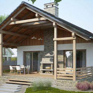 Połączenie tynku, kamienia i drewna to bardzo interesujący sposób na wykończenie domu. Projekt Ametyst. Fot. Dobre Domy Flak&Abramowicz