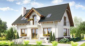 Fasada domu – wykończona tynkiem, drewnem, farbą lub kamieniem – to najczęściej spotykany przypadekw krajobrazie domów jednorodzinnych. Coraz śmielej sięgamy jednak po nowoczesne rozwiązania.