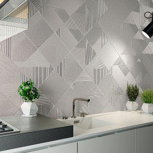 Płytki ceramiczne Stripes Glacier ze wzorem 3D w białym kolorze dostępne w dwóch wariantach. Dzięki niedużym wymiarom płytki – 25x25 cm można je dowolnie układać, zdobiąc ściany w kuchni zindywidualizowanym, geometrycznym wzorem. Dostępne w ofercie firmy Dune. Fot. Dune