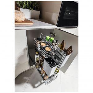 System podblatowy Cooking Agent oferujący szereg praktycznych koszyków, pojemników i przegródek, które możemy rozmieszczać stosownie do bieżących potrzeb. Może być mocowany do frontu szafki lub do szafki z frontem na zawiasach. Dostępny w ofercie firmy Peka. Fot. Peka