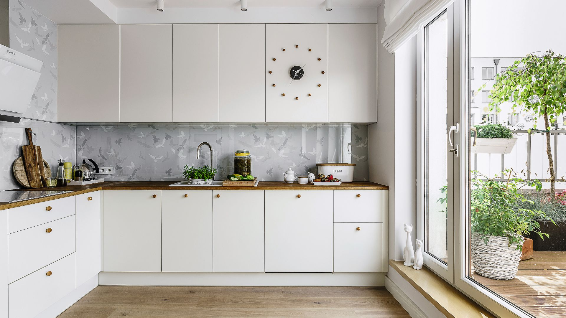 Piękna biała kuchnia. Projekt: Joanna Morkowska-Saj. Fot. Foto&Mohito