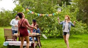 Chcesz urządzić weekendowy piknik dla swojej rodziny lub urodzinową imprezę? A może znajomi chcą wpaść z wizytą? W okresie wiosenno-letnim przyjęcie w ogrodzie będzie dobrym pomysłem! Dzięki kilku przydatnym wskazówkom szybko i bezpiecznie p