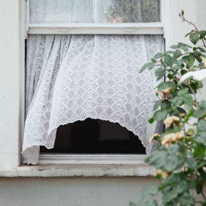 5. Latem śpij przy otwartych oknach. Fot. materiały prasowe