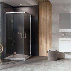 Kabina prysznicowa 10Rv2 Z Konceptu 10° z drzwiami przesuwnymi i szerokim narożnym wejściem, które nie zabierają miejsca w łazience. Szkło 6 mm, chromowany uchwyt. Cena: od 3.186 zł (78x80 cm, wys. 190 cm), Ravak. Fot. Ravak