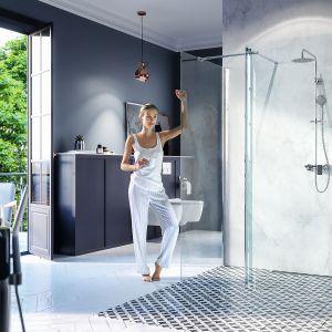 Nowoczesna i minimalistyczna kabina prysznicowa Walk-In to połączenie ścianki giętej z prostą ścianką boczną. Szkło z powłoką CleanControl ułatwiającą czyszczenie. Cena: 2.199 zł, Excellent. Fot. Excellent