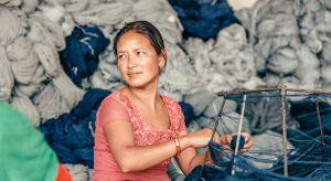 Nową kolekcję dywanów Golran Indii Mahdavi wyróżnia wykorzystanie wzoru jednolitych liści. Stopniowo nachodzą one na siebie ku środkowi, gdzie wydają się być porywane przez wiatr. Metaforycznie to podmuch wielowiekowej tradycji w produkcji pers