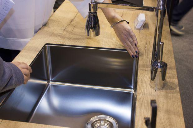 Sink MF – zlewozmywaki podwieszane w blacie wiórowym