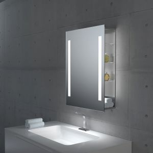 Lustro łazienkowe Mensola z dwoma panelami LED. Boczne półki wykonane z bezpiecznego szkła. Dostępne w ofercie firmy MCJ w kilku rozmiarach oraz różnych konfiguracjach barwy światła. Fot. MCJ