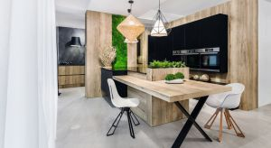 Drewno w kuchni to sprawdzony przepis na ciepłą i przytulną aranżację.