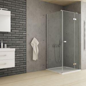 Narożna kabina z serii Reflexa z drzwiami uchylnymi;  eleganckie, chromowane uchwyty. Fot. New Trendy
