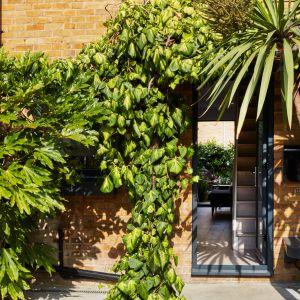 Londyńska kamienica z typowo angielską ceglaną fasadą znajduje się w modnej dzielnicy Shoreditch. Zdjęcia: David Morris, Di Mainstone. Copyrights: Dornbracht