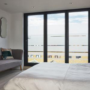 Drugie piętro kamienicy zostało przekształcone w kolejną sypialnię. Zdjęcia: Agnese Sanvito. Copyrights: Dornbracht