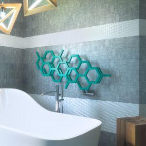 """Twórcy grzejnika Hex inspirowali się strukturą tkanki obrastającej ściany w sposób z pozoru niekontrolowany. Heksagonalne moduły układają się w poziome lub pionowe formy, a punkty """"rozerwania"""" spełniają dodatkową funkcję wieszaków. Grzejnik Hex jest zdobywcą nagrody iF Design Award 2017. Fot. Terma"""