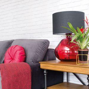 Czerwona lampa MHL0-26 ze szkła z recyklingu.  Fot. Make Home