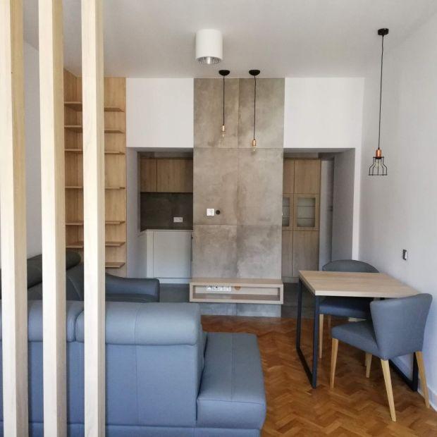 Mała, wąska kuchnia - zobacz jak poradził sobie architekt