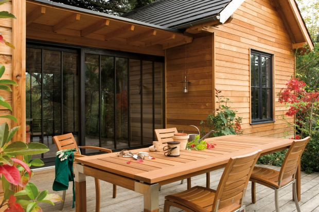 Drewniane meble w ogrodzie - łatwy sposób na impregnację