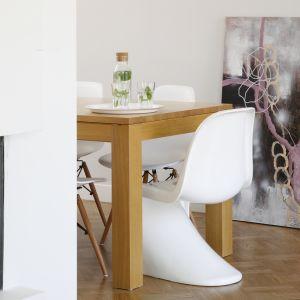Salon po remoncie: cegła, drewno i szarości. Projekt: Agata Piltz. Fot. Bartosz Jarosz