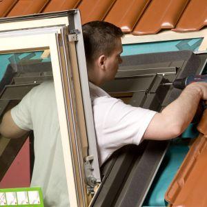 Jakość i wykonanie elementów budynków, takich jak stolarka otworowa, mają ogromny wpływ na spełnienie wymagań stawianym obiektom energooszczędnym. Fot. Fakro