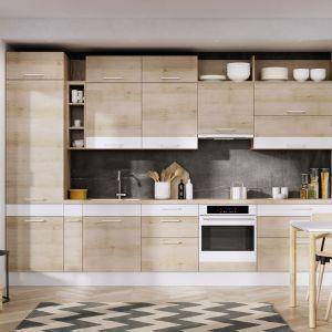 Linia KAMudo ML - stonowana rustykalność dekoru buk jasny w połączeniu z dekoracyjnymi białymi akcentami i asymetryczną kompozycją zabudowy. Fot. KAM