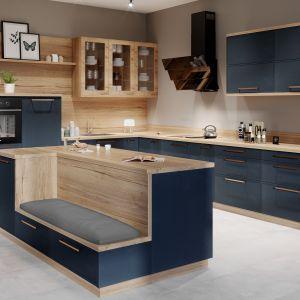 Niebieski w grafitowym odcieniu to nowa propozycja dekorów z naturalnego forniru zastosowana w systemie KAMmoduł Premium. Fot. KAM