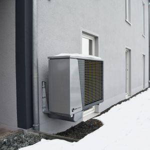 Na efektywność powietrznych pomp ciepła ma wpływ rodzaj silnika napędzającego sprężarkę i sam typ sprężarki, jak również stosowany czynnik chłodniczy, skraplacz i automatyka. Fot. Alpha Innotec