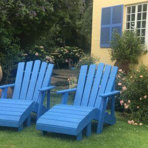 "Meble z ""ekoplastiku"": fotele Blue Adirondack. Fot. EkoPoland"
