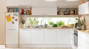 Spiżarnia to jedno z najważniejszych miejsc kuchni, powinna więc się znaleźć jej w centralnym punkcie. Projektując ją, warto zadbać o to, by wszystko było w zasięgu ręki. I żeby zastosowane rozwiązania nie zmuszały nas do zbędnego wysiłku