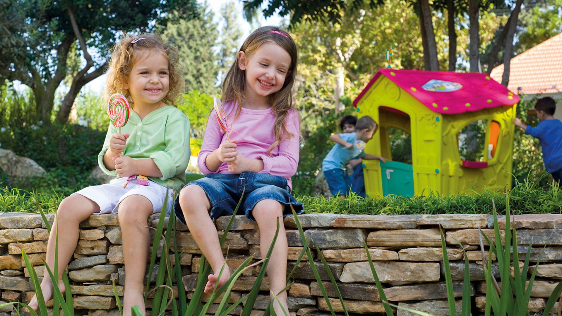 Kącik zabaw dla dzieci w ogrodzie: Magic Play House. Fot. Keter