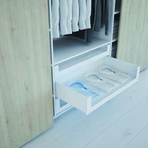 Szafa Topline XL z szufladami wewnętrznymi pozwala na ergonomiczne zaplanowanie poszczególnych stref przechowywania. Fot. Hettich